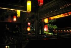 古朴酒店的夜图片