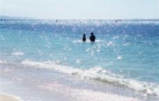 阳光下的大海图片