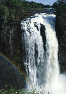 豪迈瀑布图片