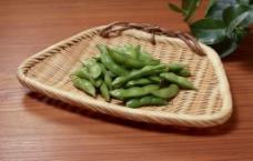 竹筐里的毛豆图片