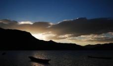 泸沽湖-落日余晖图片